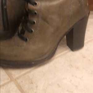 Frye Shoes - GORGEOUS FRYE 5.5 boots with lace up detail-zipper